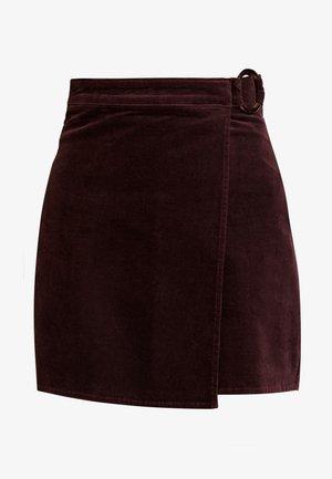 BUCKLE WRAP SKIRT - Wrap skirt - burgundy