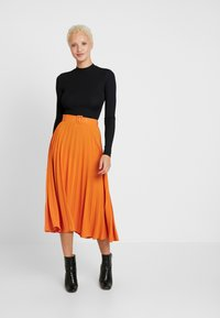 Missguided Tall - BELTED PLEATED MIDI SKIRT - A-snit nederdel/ A-formede nederdele - orange - 1