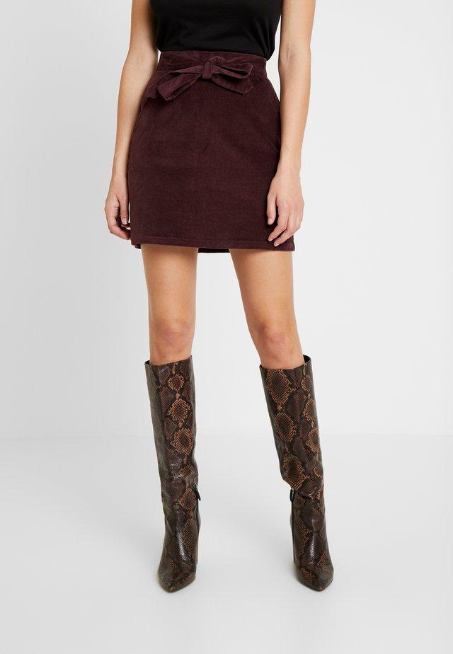 BELTED SKIRT - Mini skirt - burgundy
