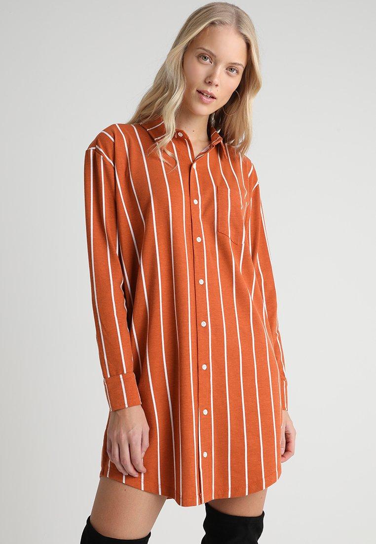 Missguided Tall - DRESS STRIPE - Robe d'été - rust