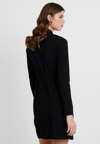 Missguided Tall - LONG SLEEVE TORTOISE SHELL BELT DRESS - Robe en jersey - black - 3