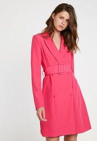 Missguided Tall - SHELL BELT DRESS - Košilové šaty - beetroot purple - 0