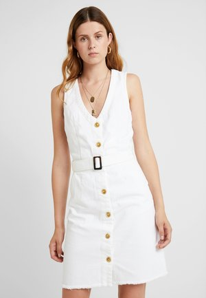 BELTED BUTTON THROUGH DRESS - Vestido vaquero - white