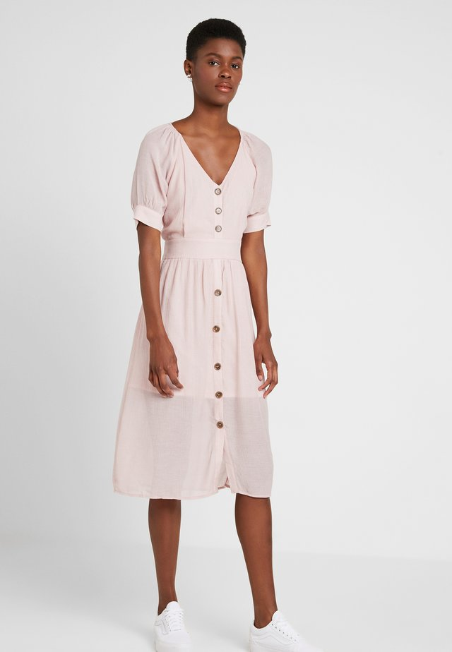 BUTTON BELTED MIDI DRESS - Abito a camicia - pink