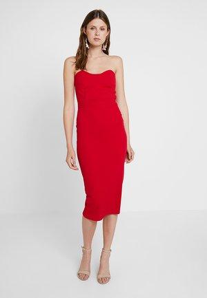 BANDEAU BODYCON MIDI DRESS - Vestido de tubo - red