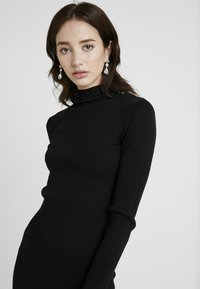 Missguided Tall - BASIC HIGH NECK LONG SLEEVE DRESS - Pouzdrové šaty - black - 4