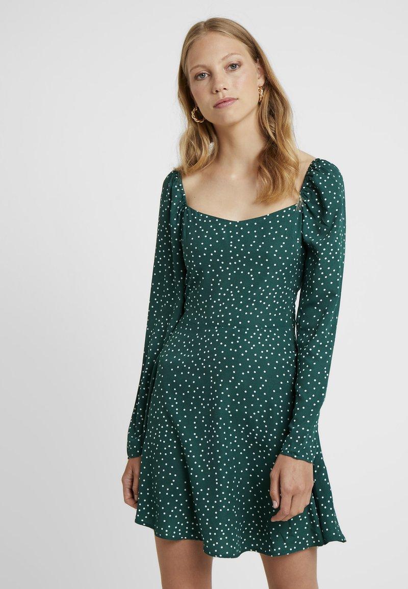 Missguided Tall - MILKMAID SKATER DRESS POLKA - Freizeitkleid - green