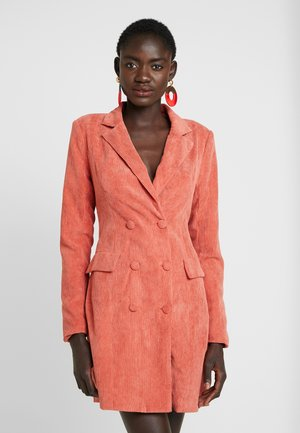 BUTTONED BLAZER DRESS - Vestido camisero - coral