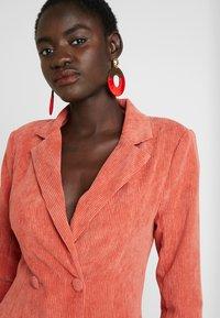 Missguided Tall - BUTTONED BLAZER DRESS - Shirt dress - coral - 4