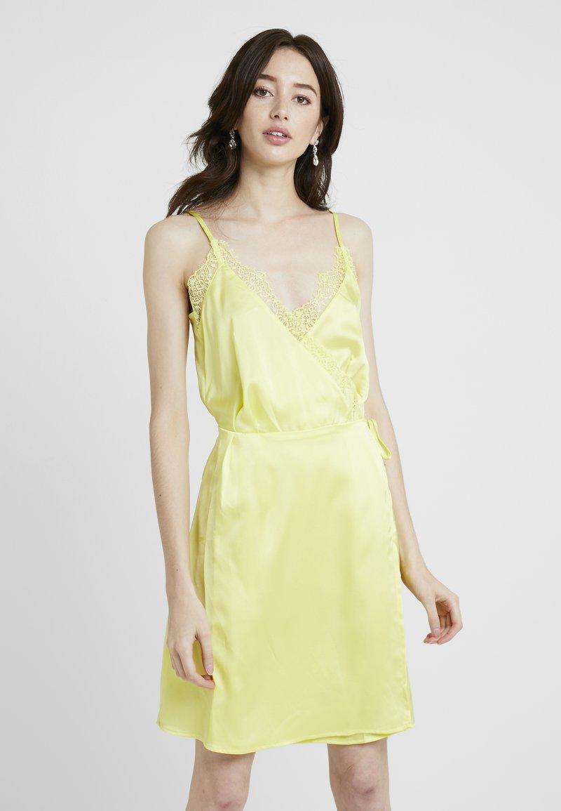 Missguided Tall - WRAP DRESS - Vestido informal - yellow
