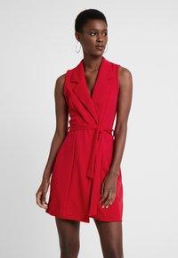 Missguided Tall - SLEEVELESS BLAZER DRESS - Robe fourreau - poppy red - 0