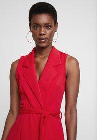 Missguided Tall - SLEEVELESS BLAZER DRESS - Robe fourreau - poppy red - 4