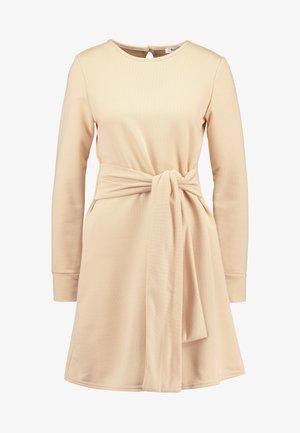 TIE WAIST DRESS - Korte jurk - macadamia