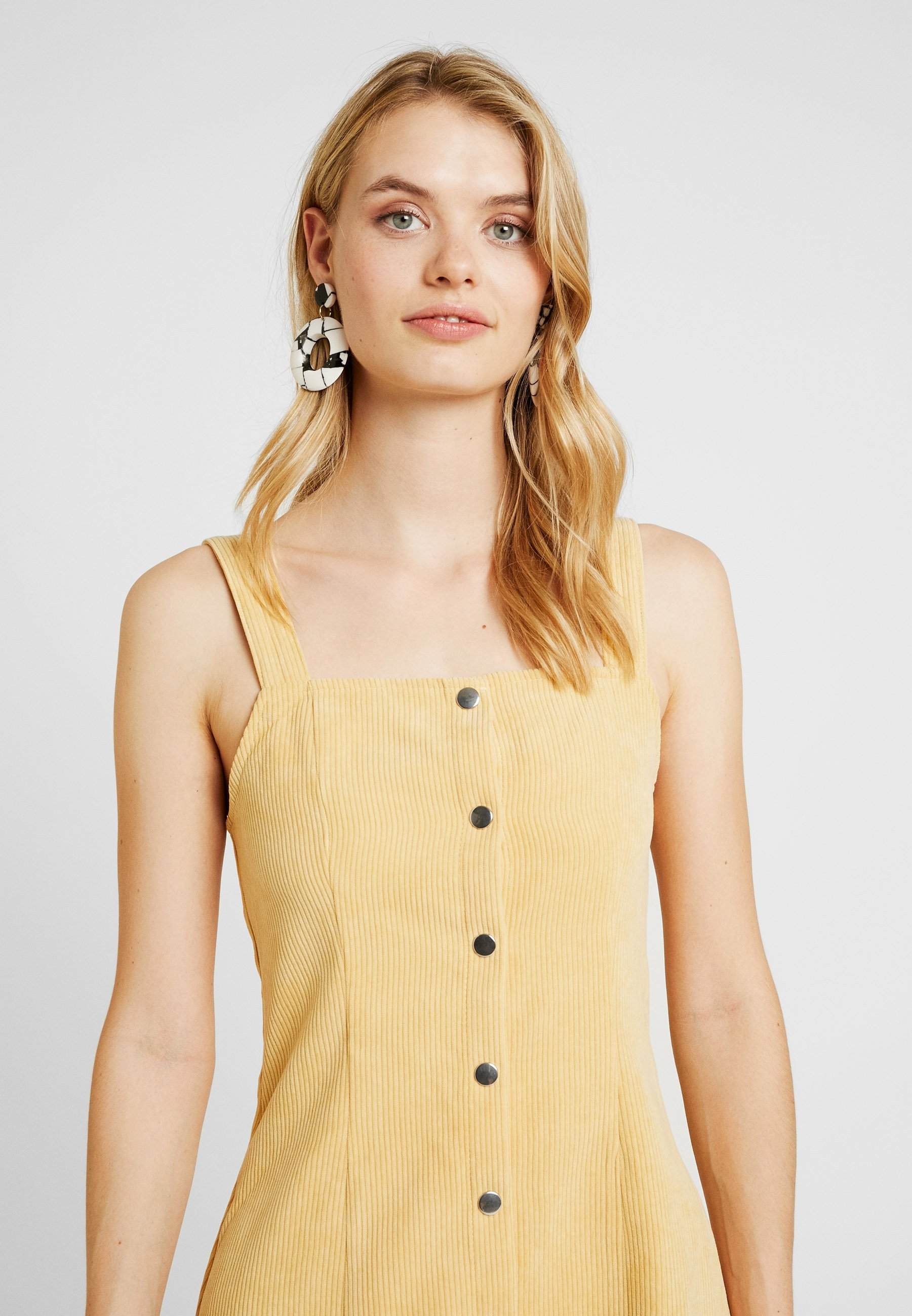 Tall D'été Popper Pinafore Front Old Gold DressRobe Missguided nOk8NXP0w
