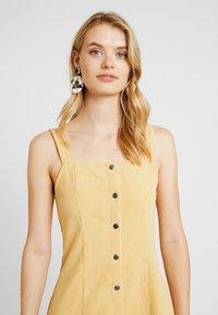 Missguided Tall - POPPER FRONT PINAFORE DRESS - Robe d'été - old gold - 5