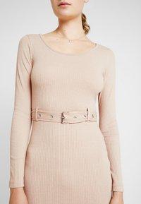 Missguided Tall - BELTED SCOOP NECK MIDI DRESS - Pouzdrové šaty - sand - 5