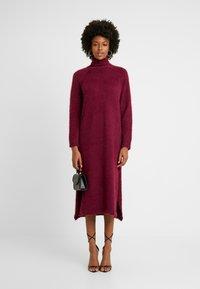 Missguided Tall - FLUFFY MIDAXI DRESS - Długa sukienka - burgundey - 2