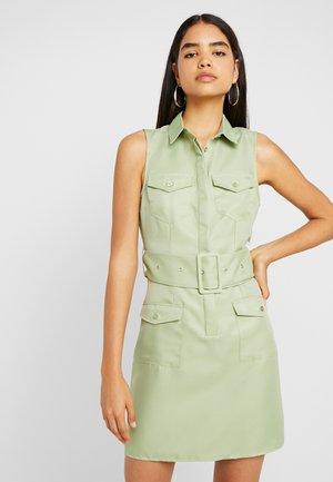 SLEEVELESS BELTED POCKET FRONT DRESS - Košilové šaty - washed khaki
