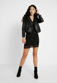 Missguided Tall - PLUNGE BODYCON MINI DRESS - Pouzdrové šaty - black - 2