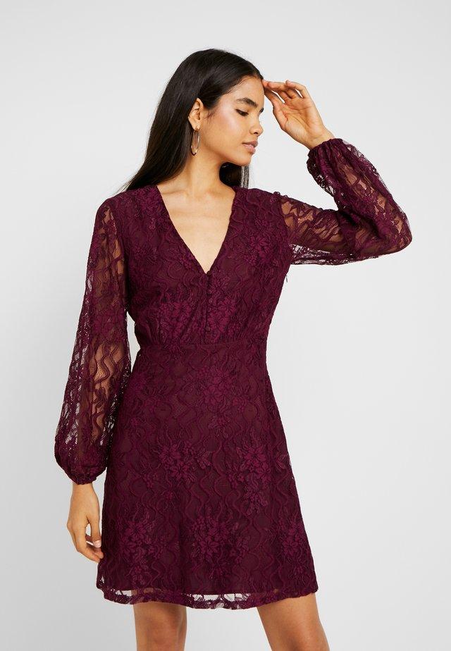 PLUNGE BUTTON FLARE DRESS - Cocktailkleid/festliches Kleid - plum