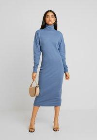 Missguided Tall - ROLL NECK MIDI DRESS - Robe en jersey - blue - 1