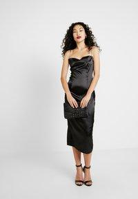 Missguided Tall - CHAIN STRAP COWL NECK MIDI DRESS - Koktejlové šaty/ šaty na párty - black - 2