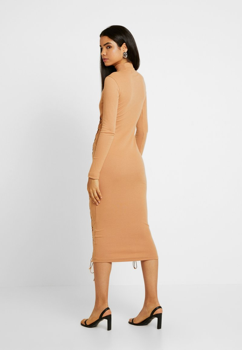 Missguided Tall - SCOOP NECK EYELET DRESS - Sukienka z dżerseju - camel