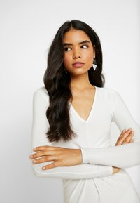 Missguided Tall - SPARKLE TWIST FRONT DRESS - Robe de cocktail - white - 4