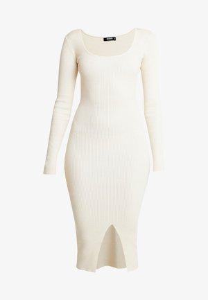 ROUND NECK BELTED MIDI DRESS - Vestido de punto - cream