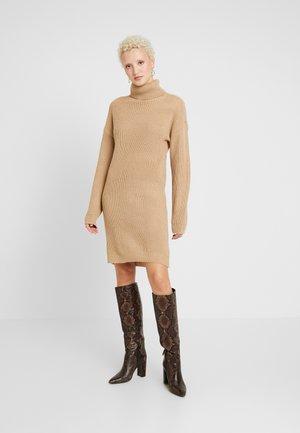ROLL NECK JUMPER DRESS - Robe pull - sand