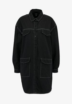 CONTRAST STITCH UTILITY POCKET DRESS - Robe chemise - black