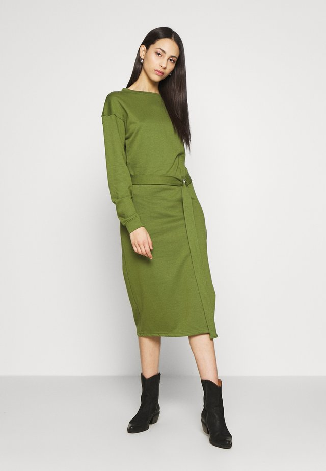 BELTED MIDI DRESS - Freizeitkleid - khaki