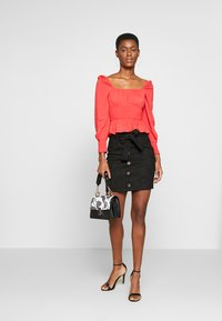 Missguided Tall - PLUS RUCHED BODICE MILKMAID TOP - Bluser - red - 1