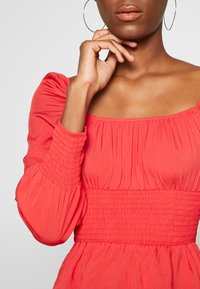 Missguided Tall - PLUS RUCHED BODICE MILKMAID TOP - Bluser - red - 4