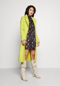 Missguided Tall - FLORAL FRILL WAIST DRESS - Kjole - black - 1