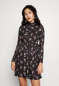Missguided Tall - FLORAL FRILL WAIST DRESS - Kjole - black - 0