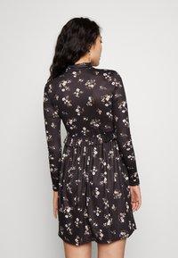 Missguided Tall - FLORAL FRILL WAIST DRESS - Kjole - black - 2