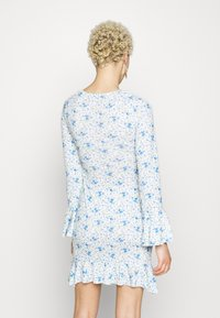 Missguided Tall - FLORAL WRAP FRILL DRESS - Robe en jersey - white - 3