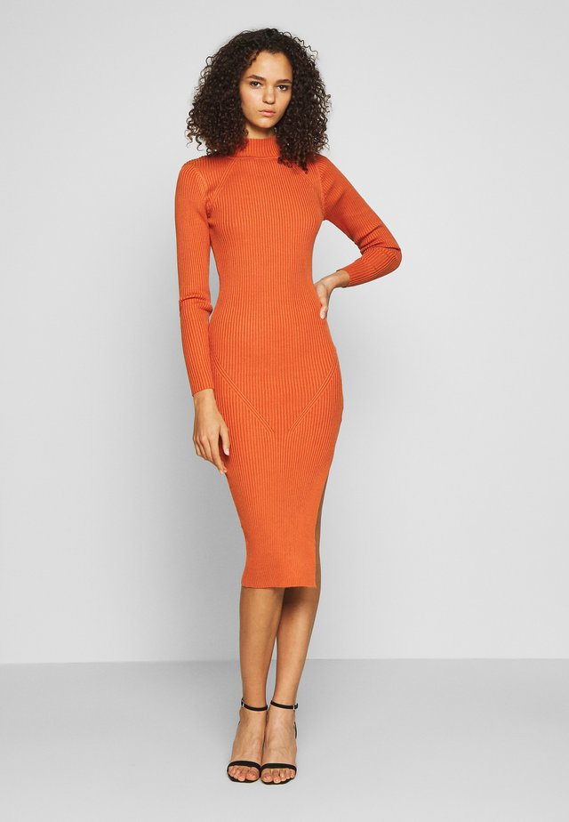 FUNNEL NECK SIDE SPLIT MIDI DRESS - Sukienka dzianinowa - orange