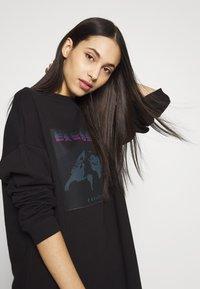 Missguided Tall - TALL EXCLUSIVE SLOGAN DRESS - Kjole - black - 3