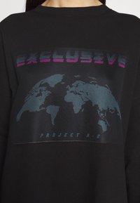 Missguided Tall - TALL EXCLUSIVE SLOGAN DRESS - Kjole - black - 5