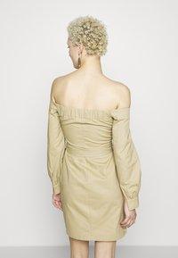 Missguided Tall - BARDOT EXPOSED ZIP BELTED MINI DRESS - Robe d'été - sand - 3