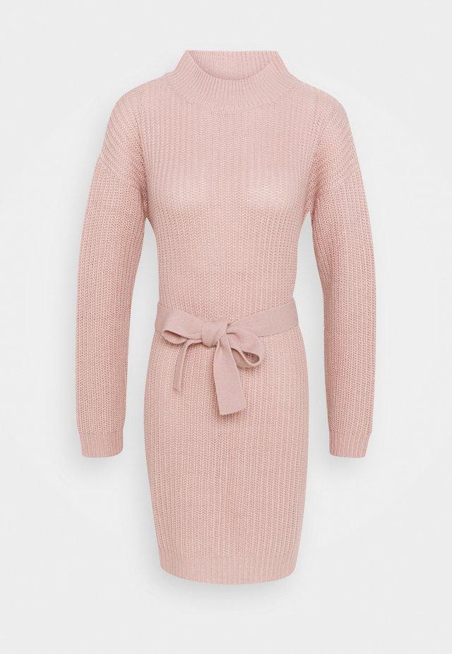 ROLL NECK BASIC DRESS WITH BELT - Stickad klänning - pale pink