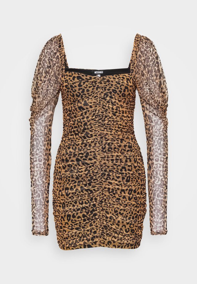 LEOPARD RUCHED MINI DRESS - Sukienka letnia - tan