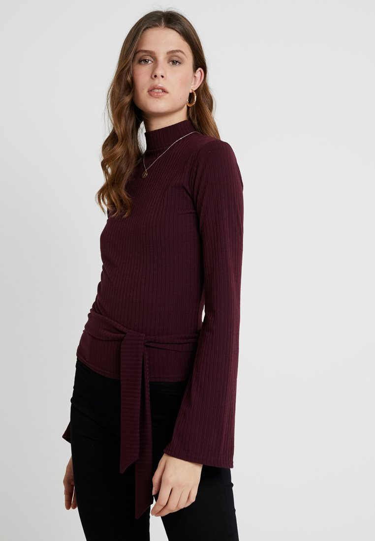 Missguided Tall - EXCLUSIVE TAILORING BELTED HIGH NECK - Long sleeved top - burgundy