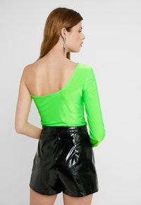 Missguided Tall - SLINKY ONE SHOULDER - Långärmad tröja - neon lime - 2