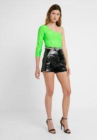 Missguided Tall - SLINKY ONE SHOULDER - Långärmad tröja - neon lime - 1