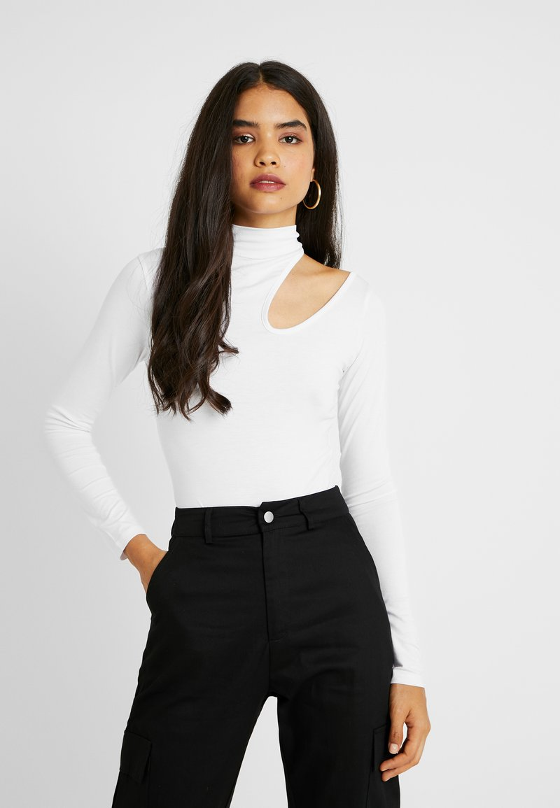 Missguided Tall - CUT OUT COLD SHOULDER BODYSUIT - Long sleeved top - white