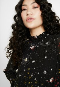 Missguided Tall - SPACE PRINT SHIRRED CROP - Blouse - black - 3