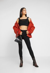 Missguided Tall - CAMI BUCKLE CROP - Top - black - 1